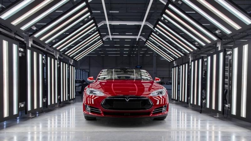 Tesla вышла вприбыль иприступает кпроизводству кроссовера Model Y