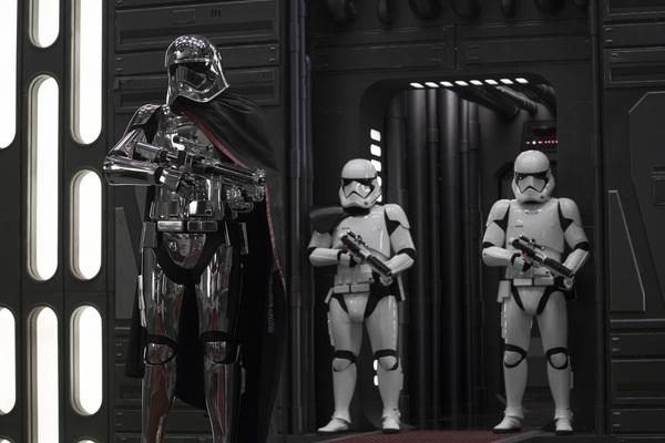 Недостоверные спойлеры новых «Звездных войн» появились вглобальной web-сети