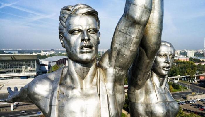 Москвичам проведут экскурсии по выставочному центру «Рабочий и колхозница»