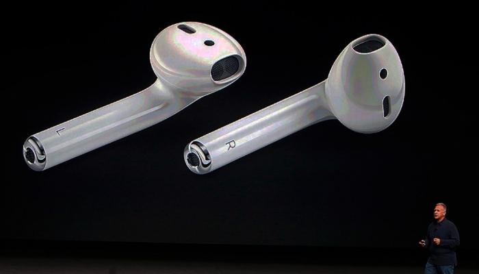 Компания Apple объявила о старте продаж AirPods в России