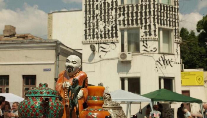 Традиционный «Городской блошиный рынок» пройдет в Музее Москвы 30 апреля