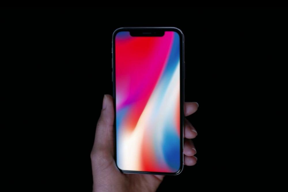 Полиция ограничила движение в местах стартовавшей продажи iPhone X