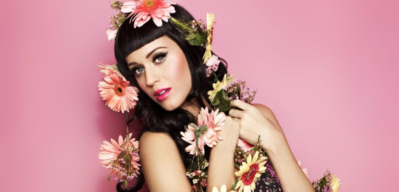 Music_Singer_Katy_Perry_in_flowers_053356_