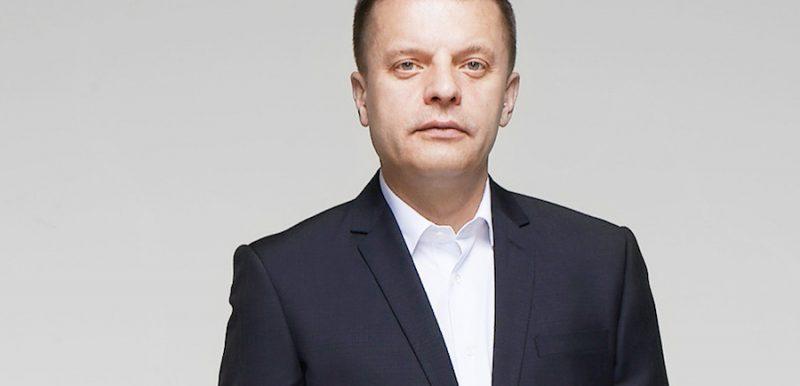 Leonid-Parfenov-spiker-na-meropriyatie