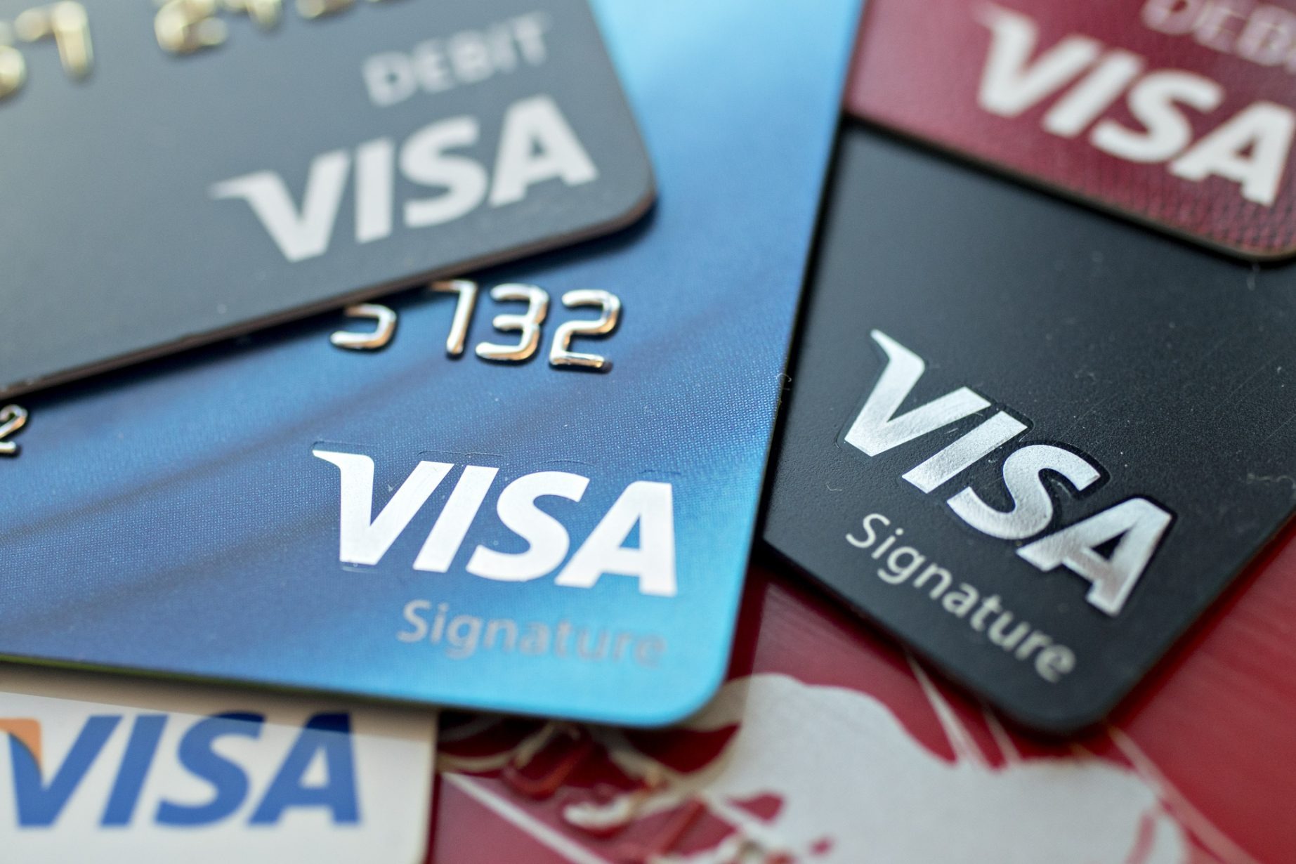 Visa Inc. debit and credit cards are arranged for a photograph in Washington, D.C., U.S., on Friday, Oct. 20, 2017. Visa is expected to announce fourth-quarter earnings figures on October 25. Photographer: Andrew Harrer/Bloomberg