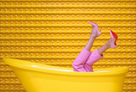bathtub-fashion-feet-1630344
