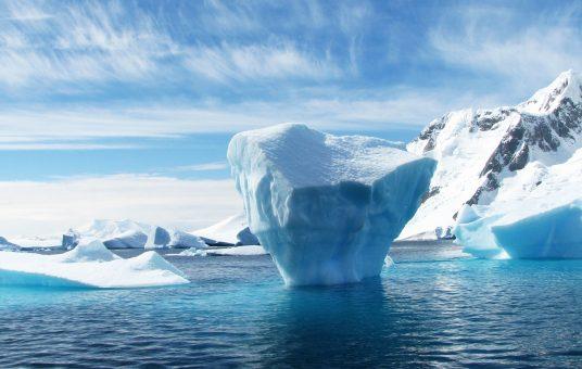 iceberg-during-daytime-53389